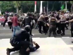 Viral, Oknum Polisi Banting Mahasiswa Demonstran di Tangerang Hingga Kejang